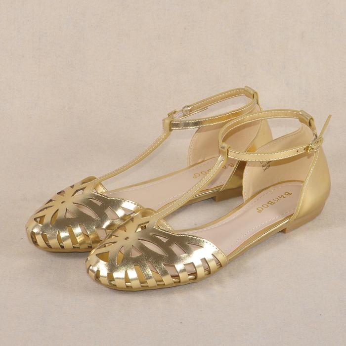Пирсинг сандалии в Баотоу, США торговли обувь t гигант носить 2 пар женской обуви с плоской пост