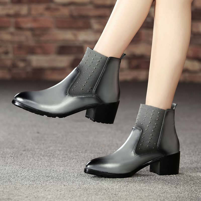 【下架】英伦擦色牛皮短靴铆钉中跟女靴SA369-1