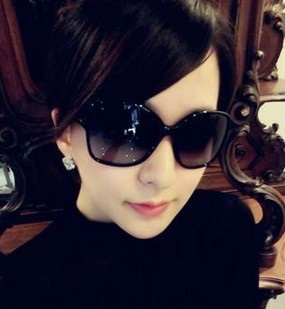 d5827bec04a2 Ms. purchasing authentic chanel glasses Chanel sunglasses 5210Q ...