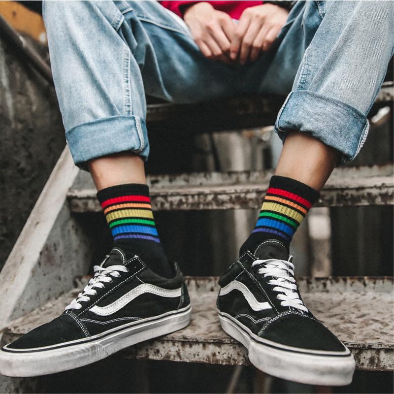 2双韩版彩虹条纹运动简约学生袜子五折促销