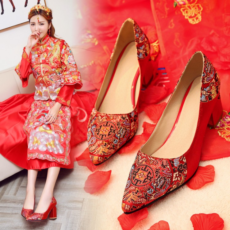 Spring and autumn red womens wedding shoes show kimono Chinese style bride pointed thick heel Dragon Phoenix embroidered shoes wedding shoes