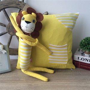 限时特价卡通狮子抱枕宜家PP棉沙发垫腰垫椅垫靠枕腰枕布艺包邮