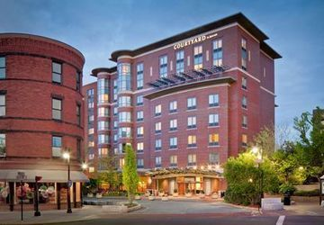 Courtyard by Marriott Boston B