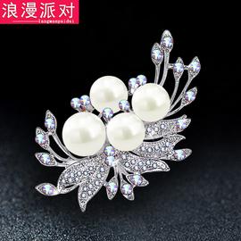 时尚珍珠水晶胸针女士毛衣胸花配饰
