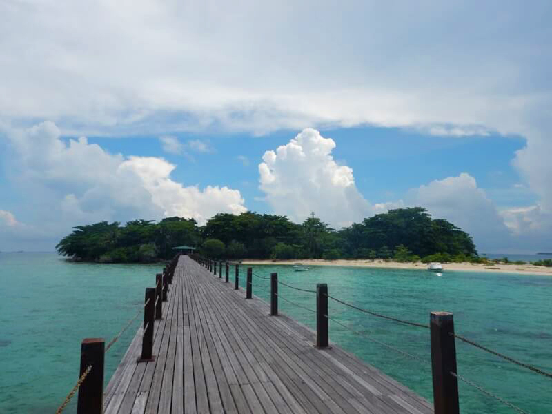 1-day snorkeling tour with lunch in Bakugan Island, Sabah mountain, Malaysia