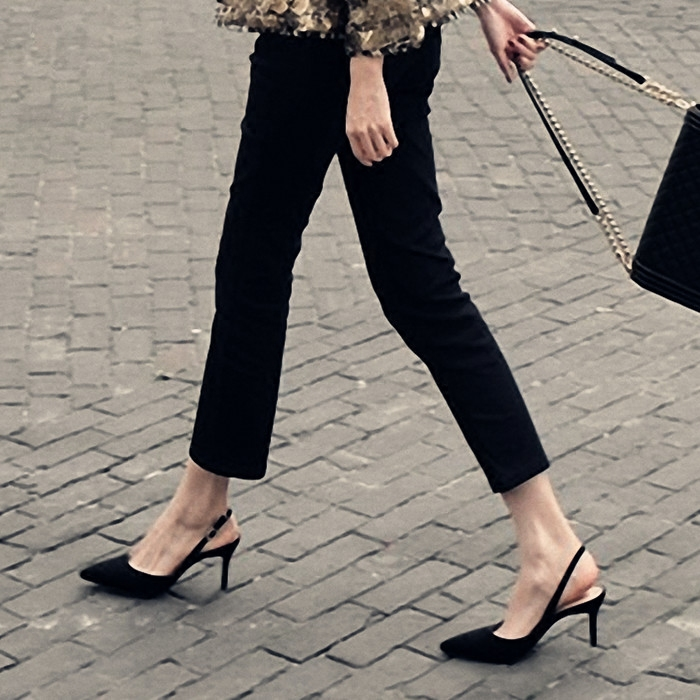 2018新款夏季细跟尖头黑色凉鞋韩版百搭少女高跟鞋小清新后空单鞋
