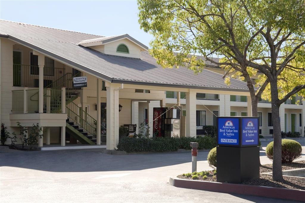 美洲最佳价值套房酒店-加利福尼亚州圣罗莎客房(特大床)