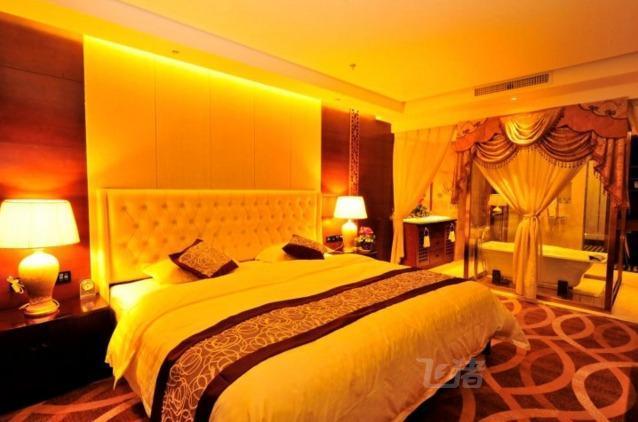 山南泽源主题宾馆特色大床房
