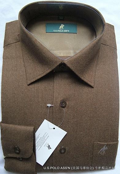 U.S.POLOポール(アメリカンポロ協会)専門売り場の規格品男性はウールの保温長袖シャツを正装しています。