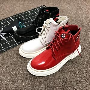 韩版网红冬新品漆皮布洛克单鞋厚底短靴学生马丁靴红色松糕女鞋子