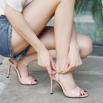 夏季2020新款女士鱼嘴凉鞋女中跟一字扣带性感流行百搭细跟高跟鞋 - 封面