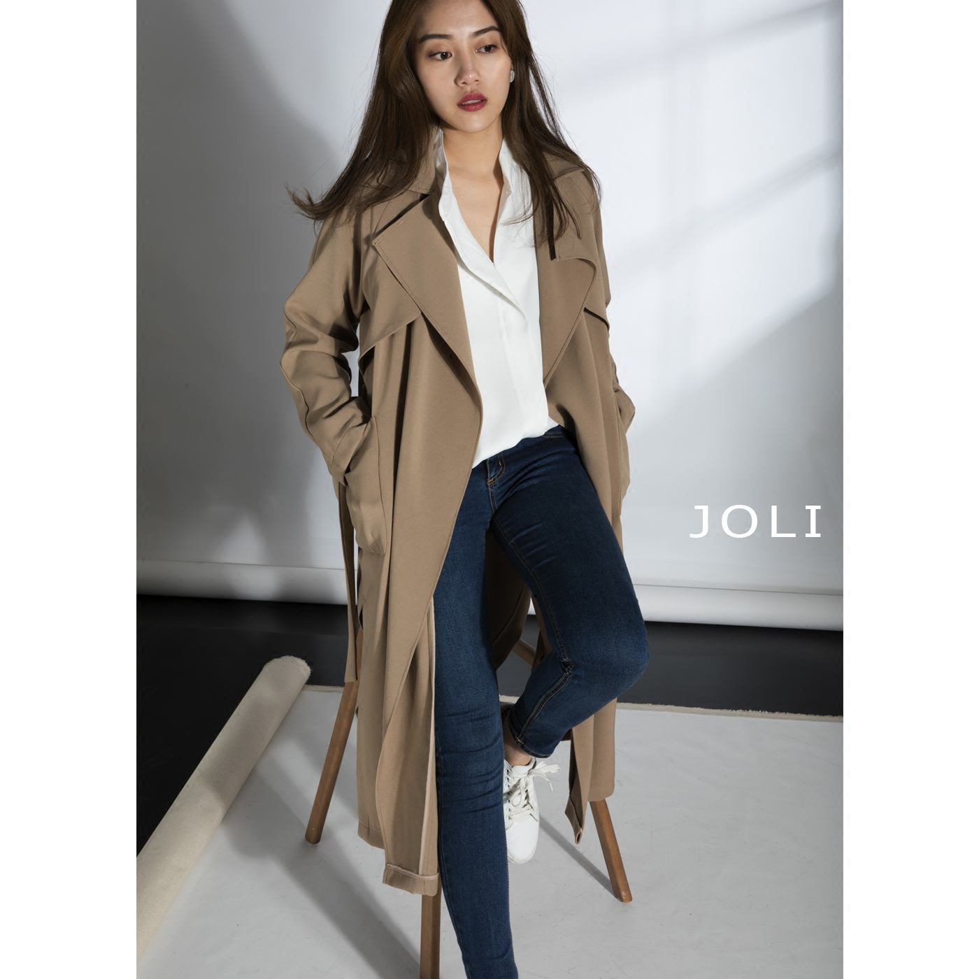 2017 spring and autumn a-word version long windbreaker womens Lapel over knee lace chic lazy Khaki simple coat women