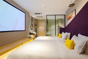 Y酒店·西安文景路时尚大街店影音家庭房品牌