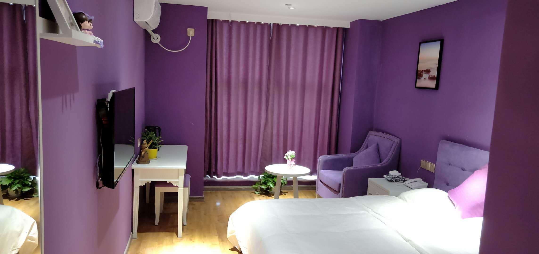The purple memory of Chengdu Leiya light Residence Hotel