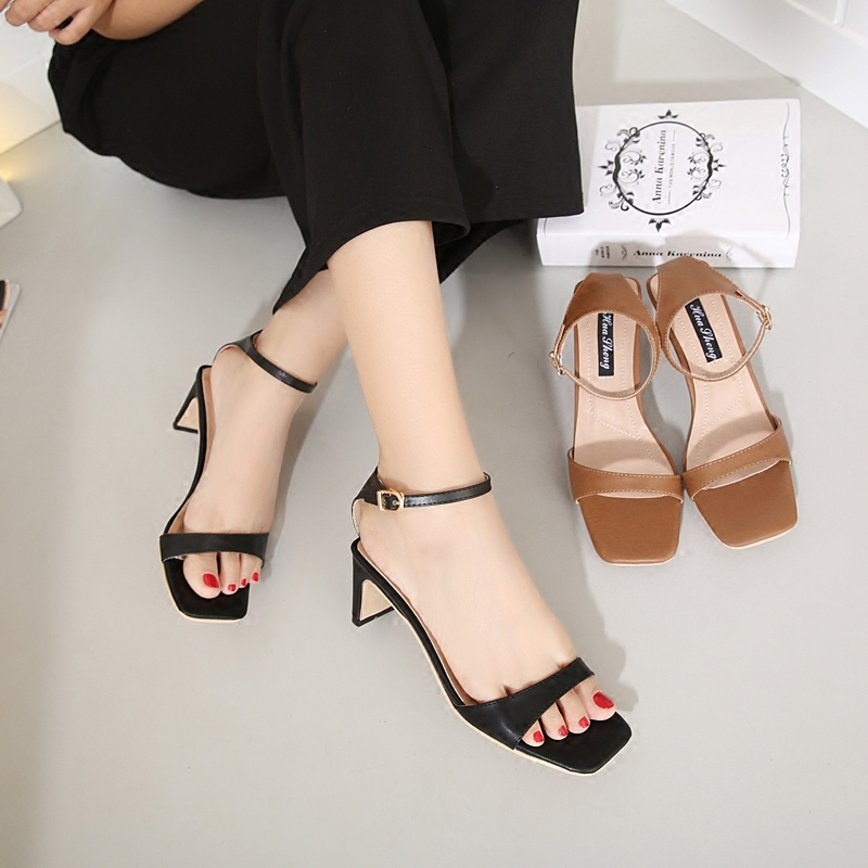 New womens shoes in the summer of 2017 European and American comfortable square head high-heeled sandals