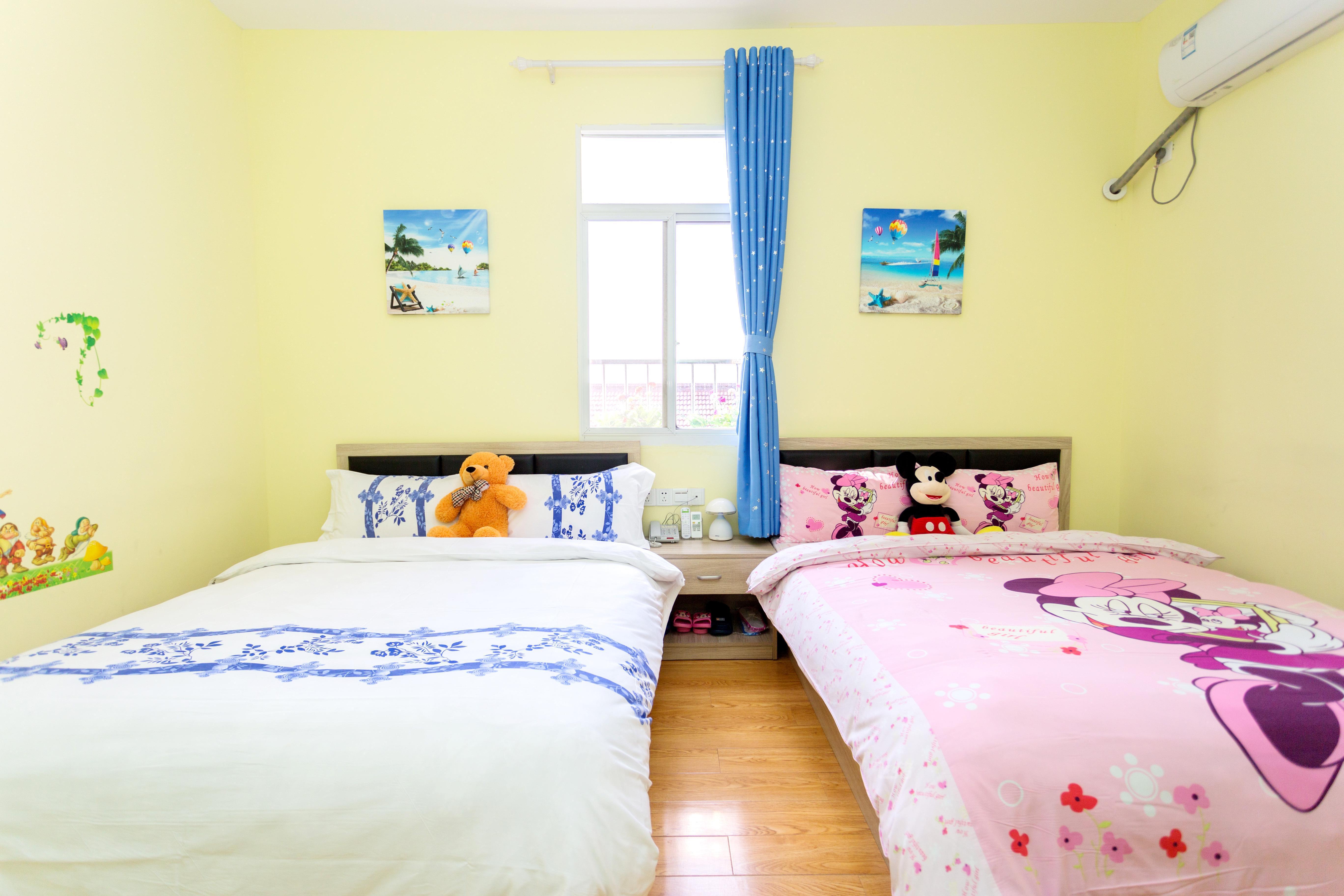 铭忆静墅客栈(上海国际旅游度假区乐园店)蓝色风暴家庭双大床房
