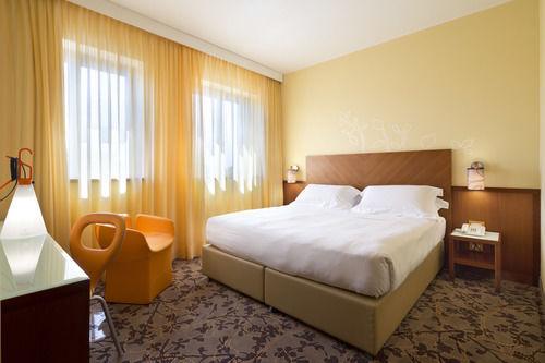 地中海UNA 酒店高级双人房 (Free UNLIMITED Wi-Fi )