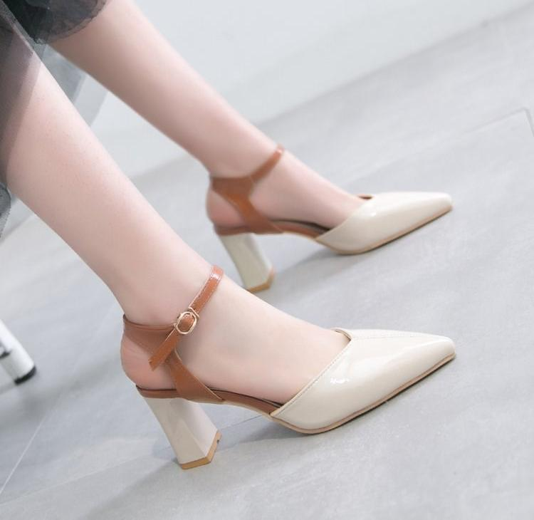 ? High heeled shoes girl Mori thick heel new summer 2020 sandals with pointed button and all-around 9cm middle heel