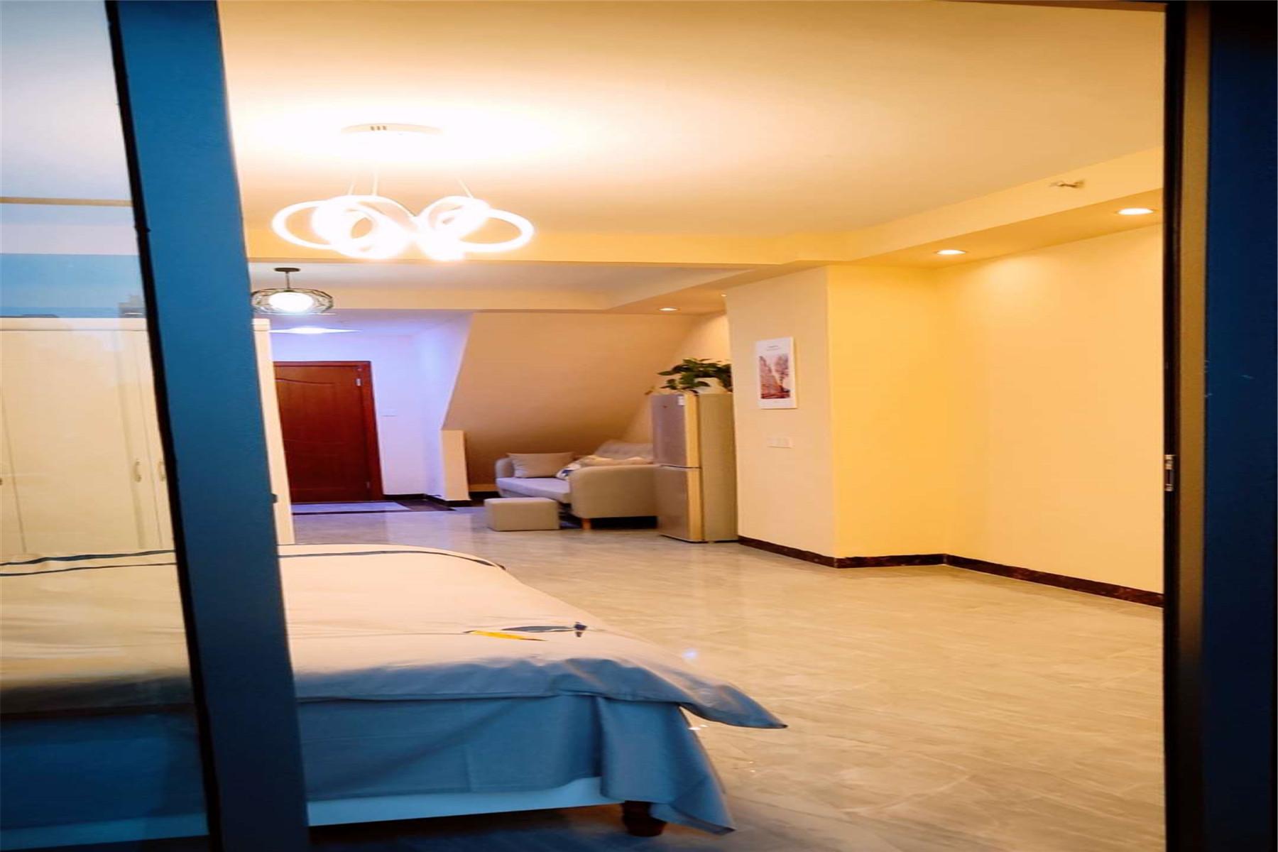 贵阳西南偏南-远眺公寓电影一室大床房