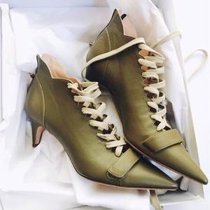 现货  欧美尖头中跟细跟高跟<span class=H>女鞋</span>交叉绑带骑士靴短靴