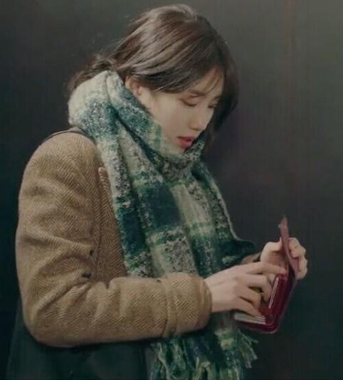 秀智鲁乙任意依恋裴秀智韩剧明星同款绿色格子围巾女冬季韩版秋冬