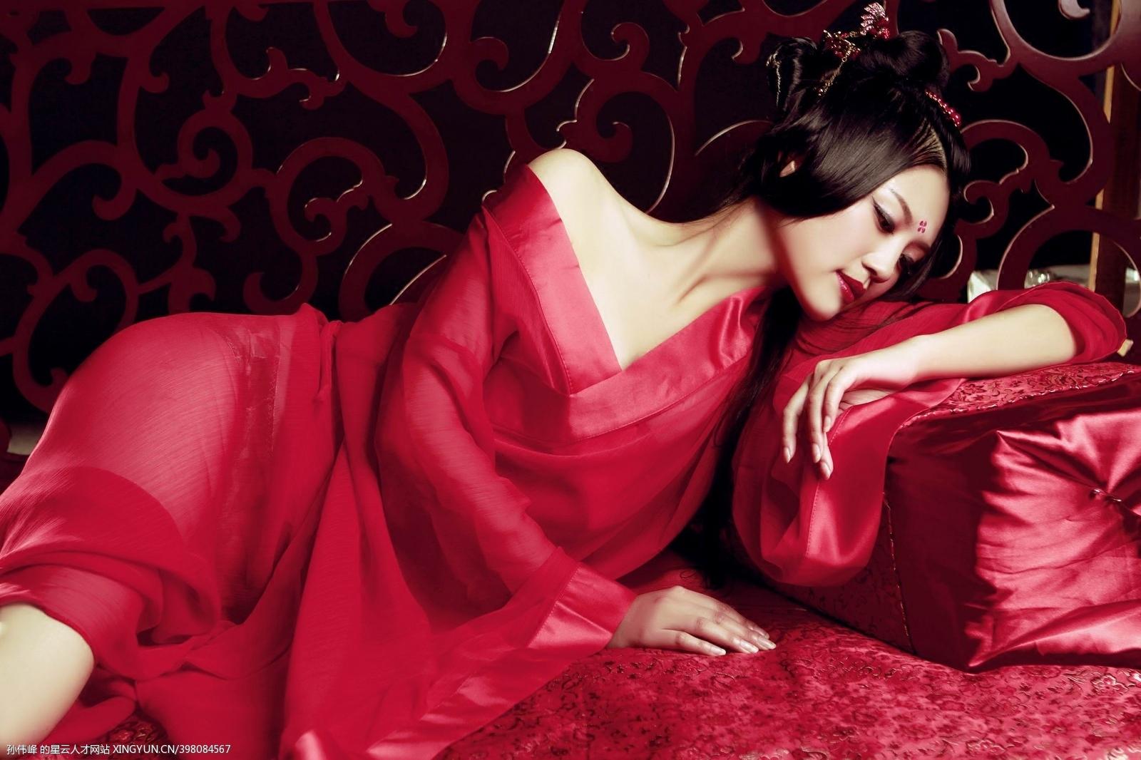 包邮新款红色艺术写真盘子女人坊主题服装女古装性感睡衣睡袍服饰