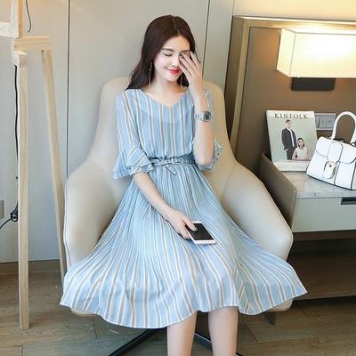 条纹连衣裙,将美丽进行到底