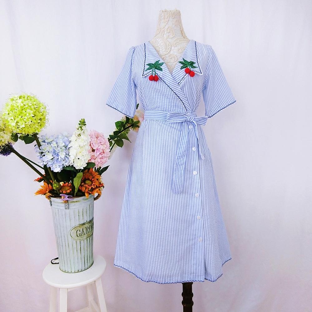 CICI家 2018春季新款 领口樱桃刺绣条纹系带收腰短袖中长款连衣裙