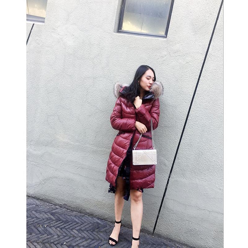 现货小怡人气同款冬季S曲线超轻盈显瘦保暖羽绒服中长款狐狸毛领