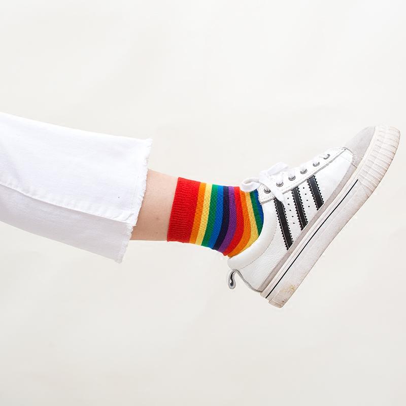 INS时尚潮流港风简约糖果色彩虹条纹女袜纯棉中筒袜原宿运动袜子