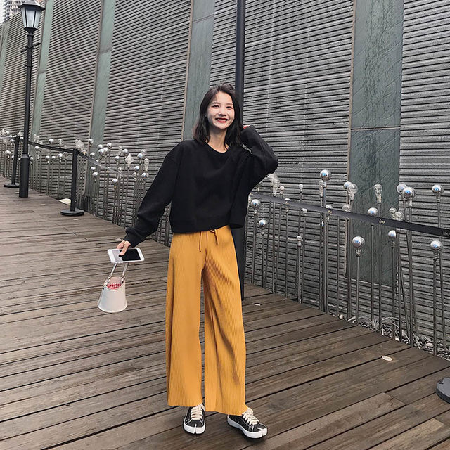 2020 autumn and winter new Korean version of the small man plus velvet thickening capless high waist short sweater women loose top ins