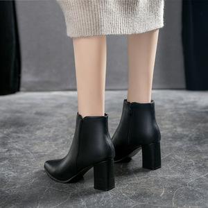 2019秋冬新款尖头粗跟高跟小码女鞋31 32 33马丁靴大码女靴41 43