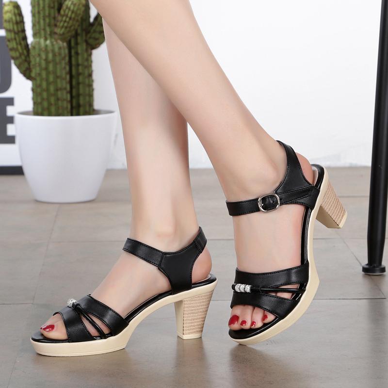 女凉鞋2020夏季新款真皮女鞋时尚休闲纯色妈妈鞋高跟粗跟软面皮鞋