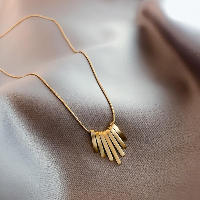 简约扇形项链ins冷淡风14k浅金色锁骨链气质网红饰品女个性吊坠
