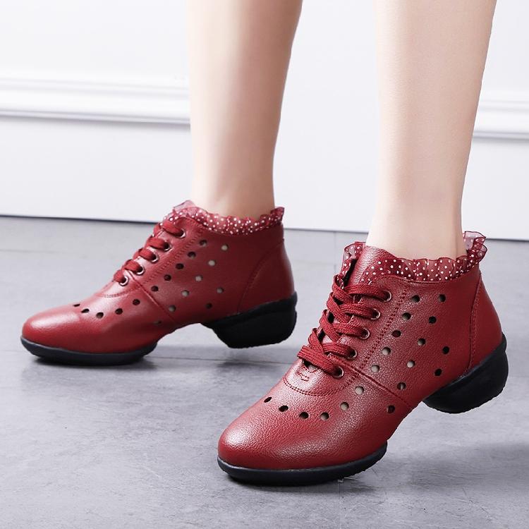镂空舞蹈鞋真皮系带跳舞鞋白色软底广场舞鞋中跟春秋透气大码学生