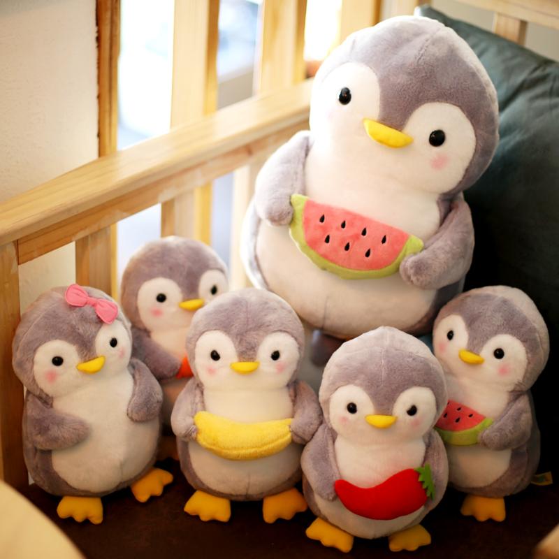 可爱企鹅公仔抱着水果蔬菜的毛绒玩具仿真企鹅抱枕小号布娃娃玩偶