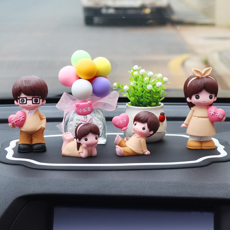汽车香薰香水摆件可爱创意娃娃车载男女礼物漂亮车内装饰品大全