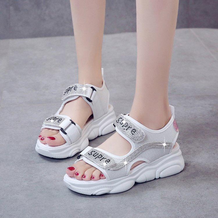 2021夏季防滑小熊软底凉鞋女休闲厚底增高女鞋水钻魔术贴松糕鞋