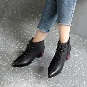 真皮短靴女2019新款粗跟黑色女靴尖头中跟春秋单靴百搭秋冬季靴子