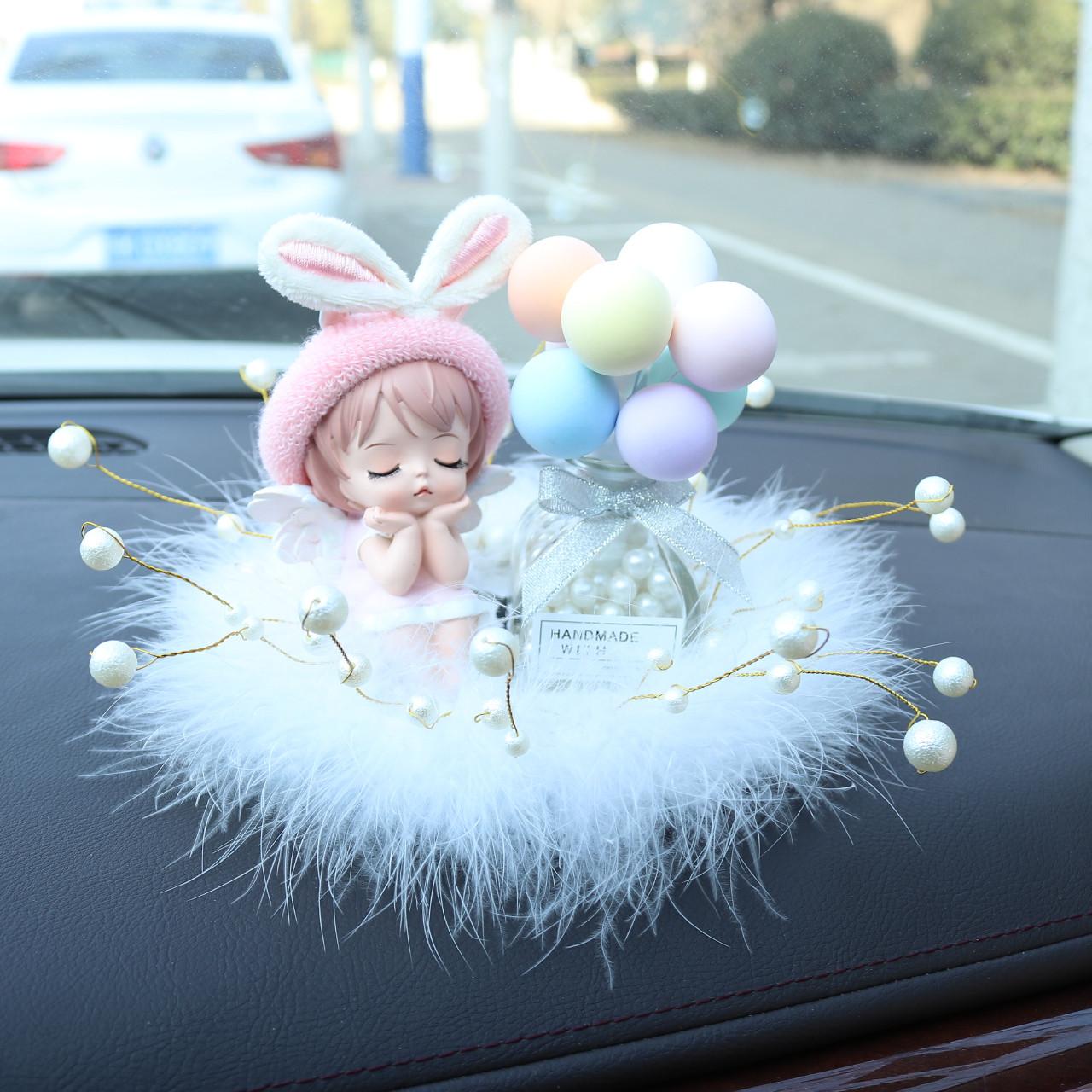车载摆件创意可爱安妮汽车中控香水摆台高档女神车上装饰内饰网红