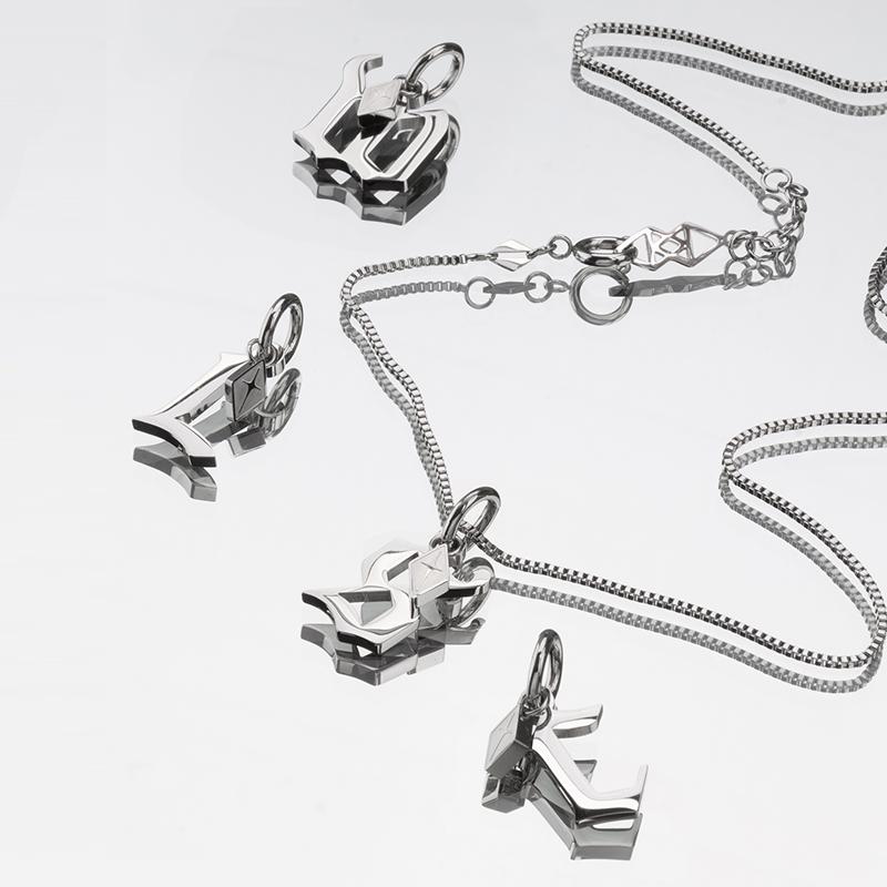 KLINKLIN2021年新款字母吊坠项链男女轻奢小众设计感项链女潮