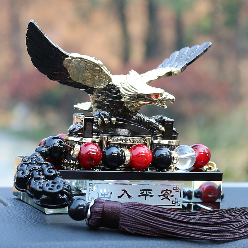 汽车摆件鹰创意轿车上中控台装饰品男古龙香薰香水座式保平安用品