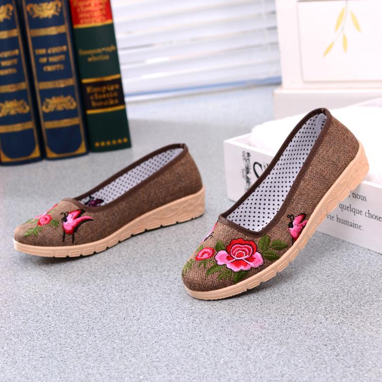 春夏款新款绣花鞋民族风广场舞透气轻便老北京布鞋女鞋