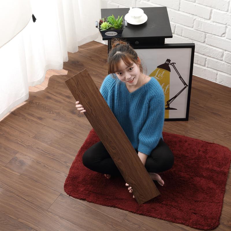 PVC自粘地板革木纹复古风卧室家用室内耐磨加厚防水免胶地胶贴纸