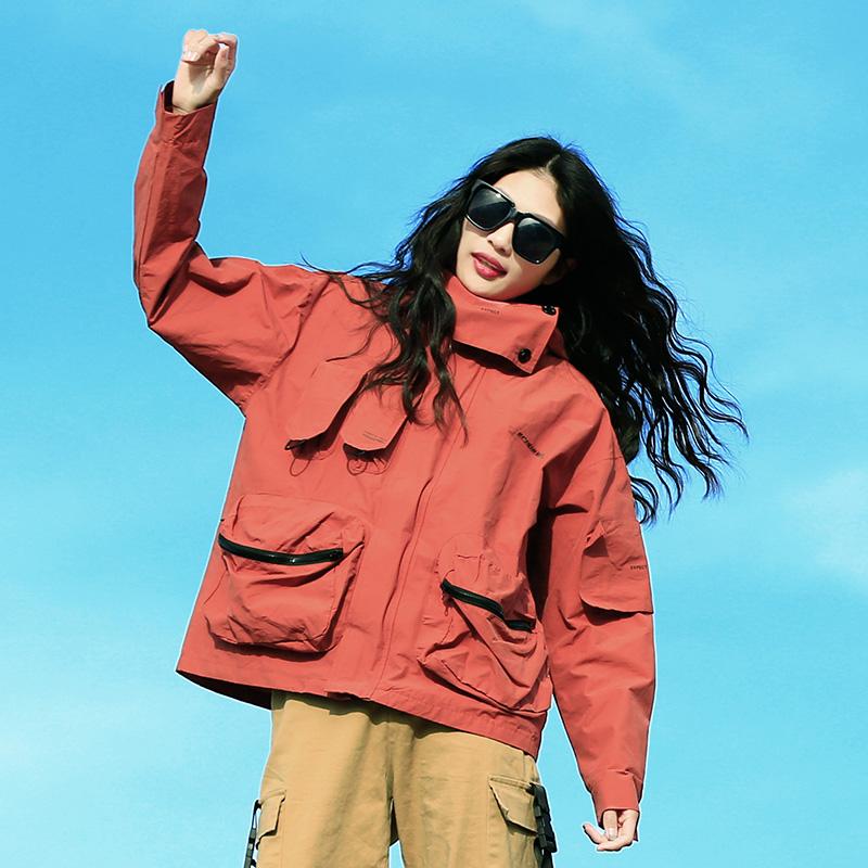 户外女式冲锋衣休闲多口袋夹克宽松时尚潮服徒步登山旅游防晒透气
