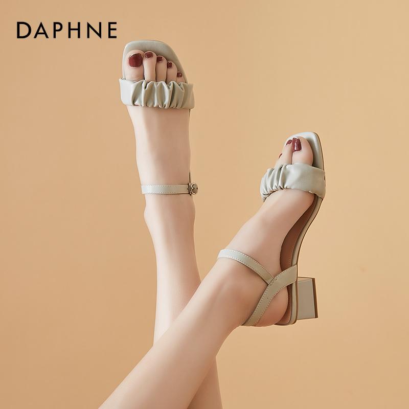 年新款夏季中跟一字带百搭方头女鞋子 2021 达芙妮粗跟凉鞋女仙女风