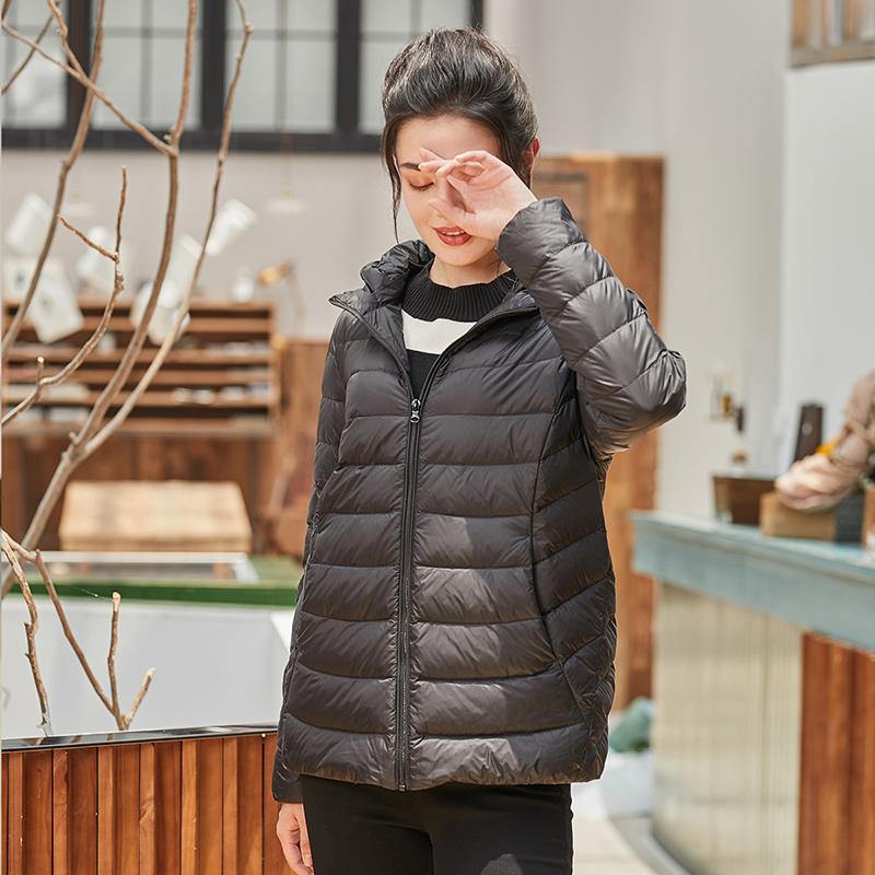 坦博尔宽松大码反季轻薄妈妈款羽绒服女短款带帽保暖外套TB17236