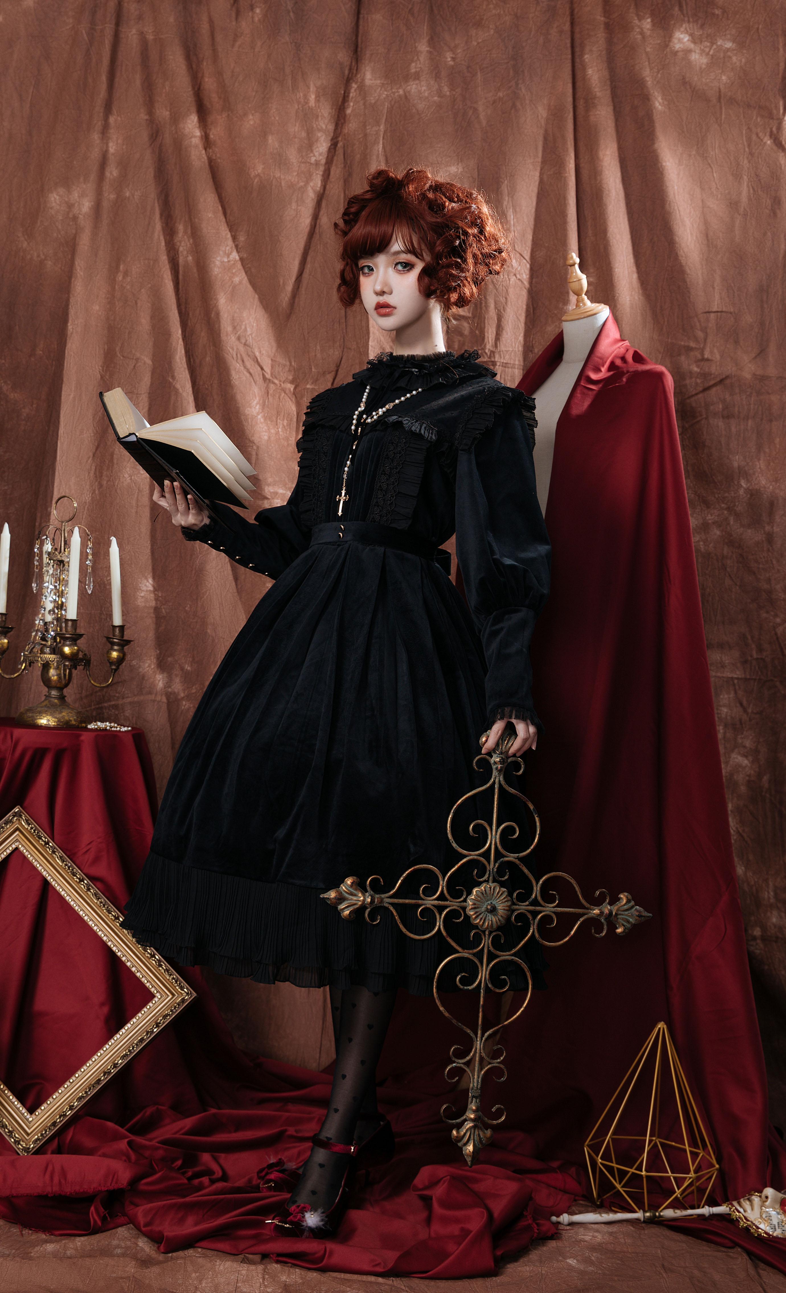 复古华丽丝绒连衣裙 爱德华 月亮河 全款可花呗 正在预约