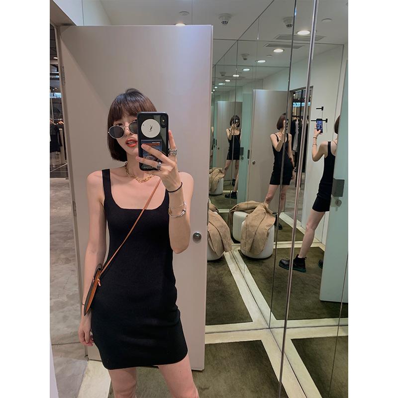子韩版黑色背带连衣裙