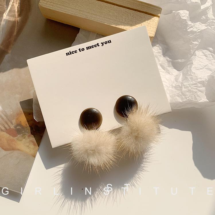 短发奶茶毛茸茸豹纹水貂毛毛球耳环女秋冬个姓毛绒耳钉 适合冬天